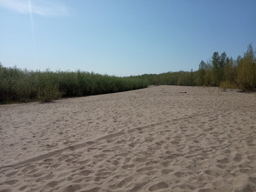 """Plaża """"górna"""" rankiem w środku tygodnia - pusto"""